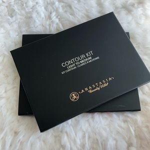 New Anastasia Contour Kit Light to Medium